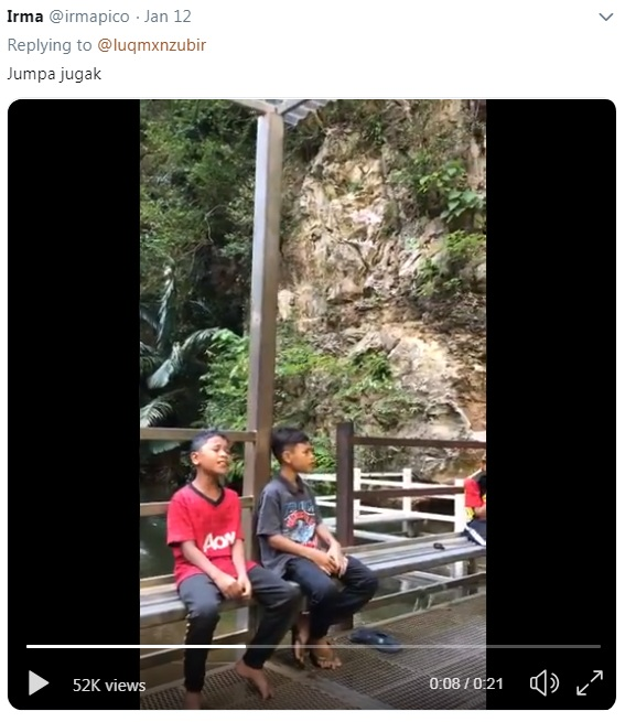 """[VIDEO] """"Budak Ni Telan Radio Ke?"""" – Tular Video Dua Budak Nyanyi Tengah Tasik Tarik Perhatian Netizen_5c3d85c1e1d7d.jpeg"""