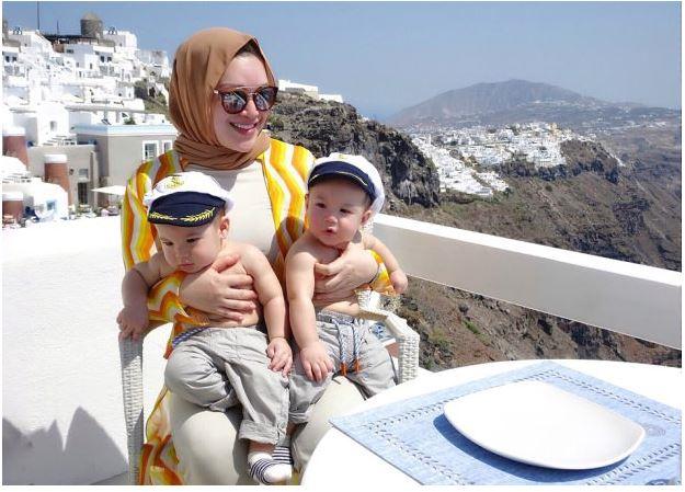 Selepas lahirkan kembar lelaki, Zizie Ezette timang bayi perempuan pula_5c790f1dafff2.png